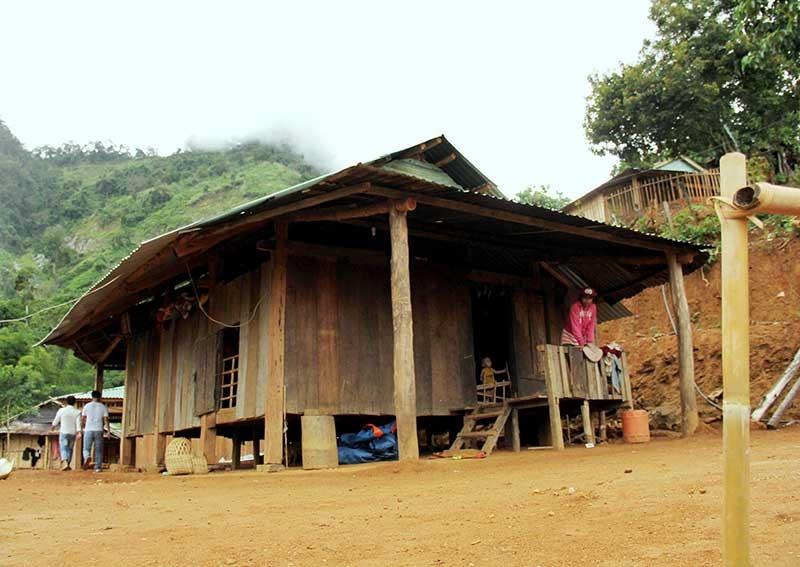 Huyện Nam Trà My rút ra kinh nghiệm trong việc hạn chế đưa cơ giới vào thực hiện mặt bằng tái định cư sẽ tránh được nguy cơ sạt lở. Ảnh: NGƯỚC CÔNG