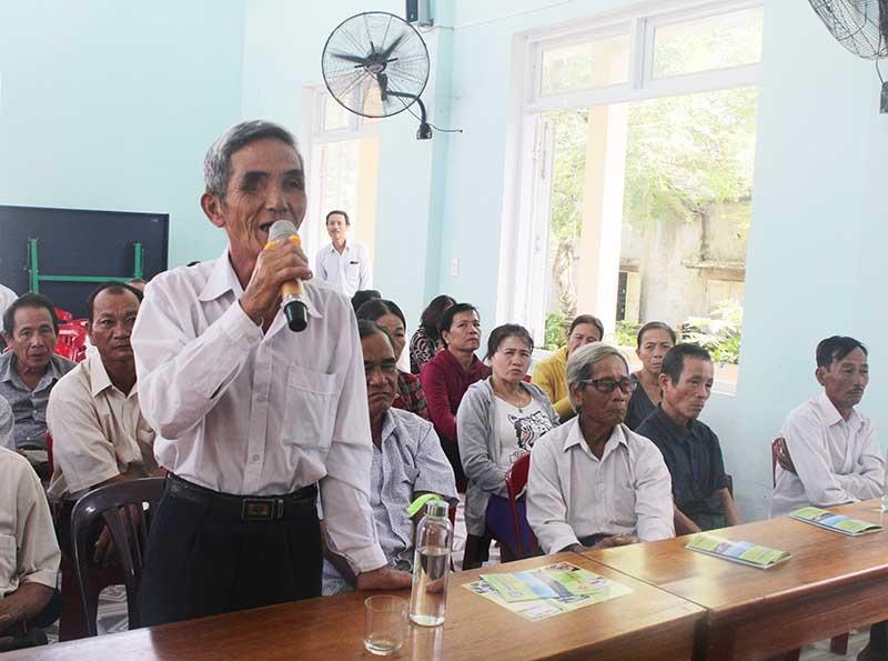 Nhân dân phát biểu tại diễn đàn Công an Núi Thành lắng nghe ý kiến nhân dân. Ảnh: VĂN PHIN