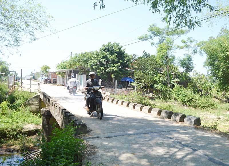 """Do thiếu nguồn lực, cầu trên nhiều tuyến đường huyện (ĐH) tại Thăng Bình là """"nút thắt cổ chai"""" mất an toàn. Ảnh: C.T"""