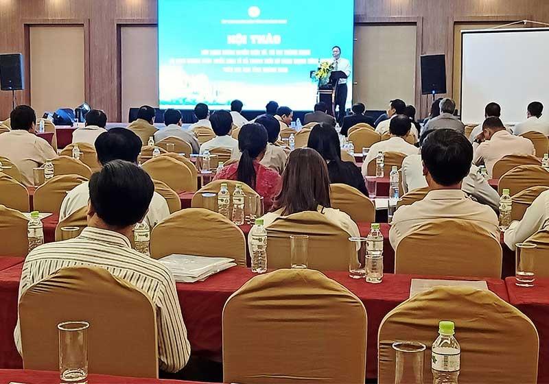 """Hội thảo """"Xây dựng chính quyền điện tử, đô thị thông minh và định hướng phát triển kinh tế số trong thời kỳ cách mạng công nghiệp 4.0 trên địa bàn tỉnh Quảng Nam"""". Ảnh: H.L"""