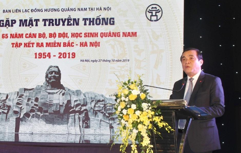 Ủy viên Trung ương Đảng - Bí thư Tỉnh ủy Phan Việt Cường thông tin đến bà con đồng hương tình hình phát triển kinh tế - xã hội của Quảng Nam. Ảnh: PV
