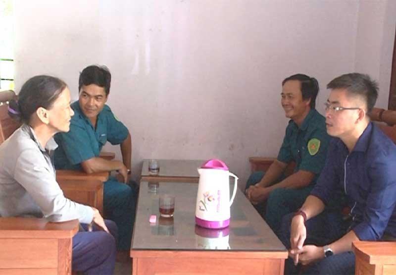 Ban CHQS xã Tam Phú thường xuyên thăm hỏi gia đình của quân nhân.
