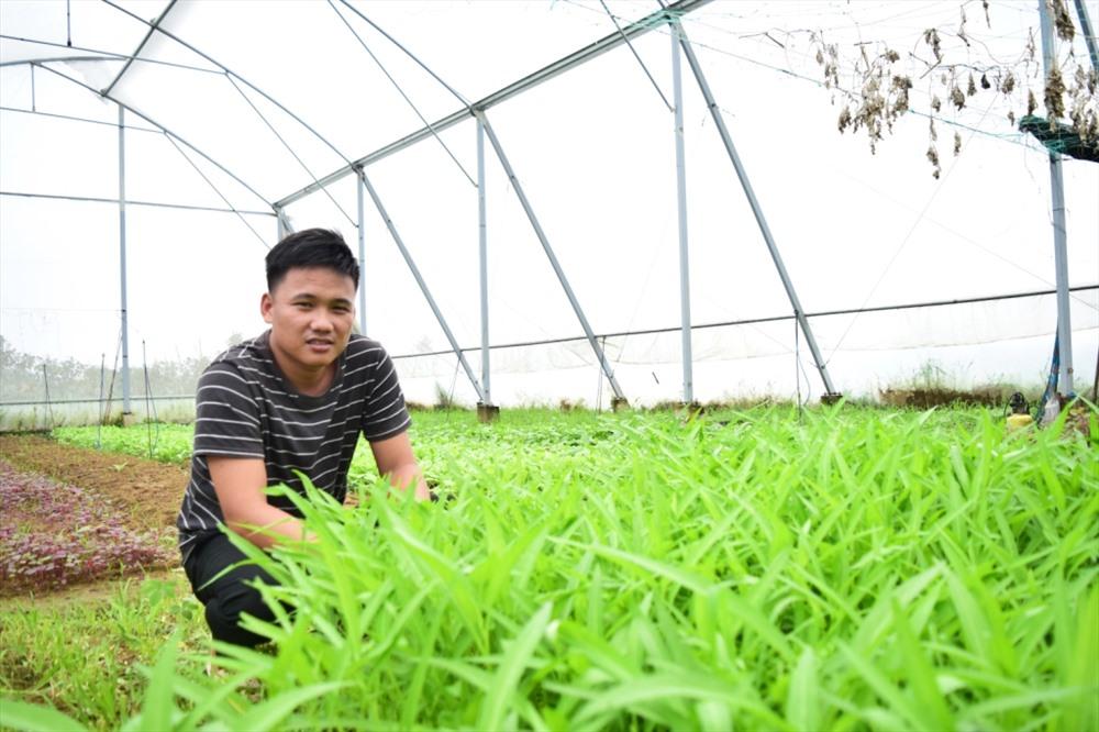 Anh Nguyễn Văn Thanh tại trang trại Gia An Farm. Ảnh: THÁI CƯỜNG