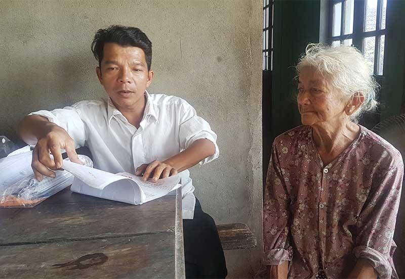Mẹ con bà Trần Thị Huyên kiến nghị giải quyết chế độ từ năm 2006 nhưng đến nay vẫn chưa xong. Ảnh: D.L