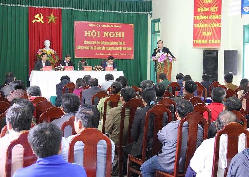 Bí thư Tỉnh ủy Phan Việt Cường trả lời những kiến nghị của đồng bào Nam Giang. Ảnh: ALĂNG NGƯỚC