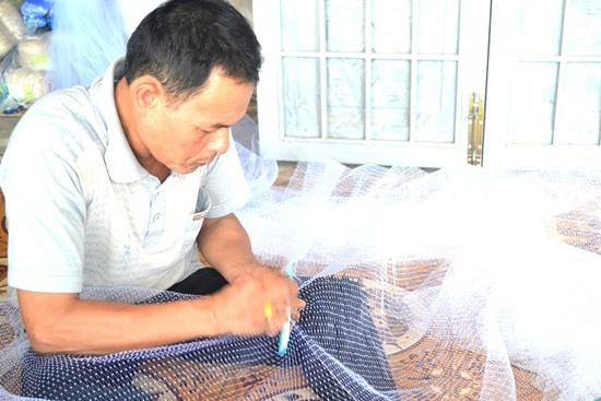 Ông Trần Văn Liên chưa nhận được đền bù từ Công ty Liên Á. Ảnh: QUANG VIỆT