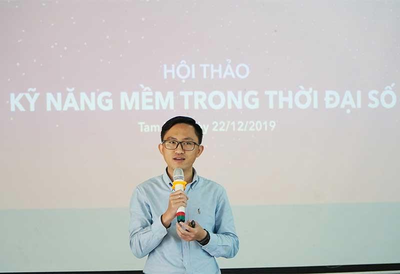 Anh Bùi Văn Dương cho rằng việc học quá nhiều kiến thức phổ thông không phải là cách hiệu quả để đi đến thành công. Ảnh: PHAN VINH