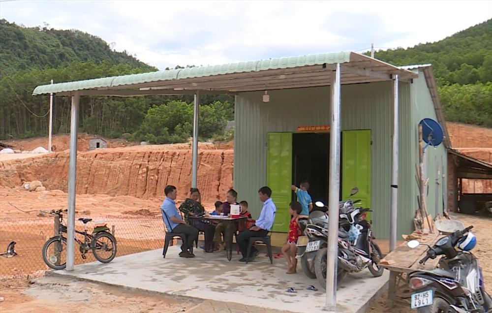 Người dân thôn Tứ Trung (xã Quế Lâm, Nông Sơn) di dời đến khu tái định cư. Ảnh: THÔNG VINH