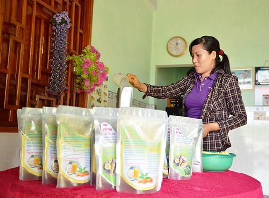 Mô hình sản xuất tinh bột nghệ, bột ngải của chị Trần Thị Minh Thuấn thôn 5, xã Tiên Sơn (Tiên Phước).