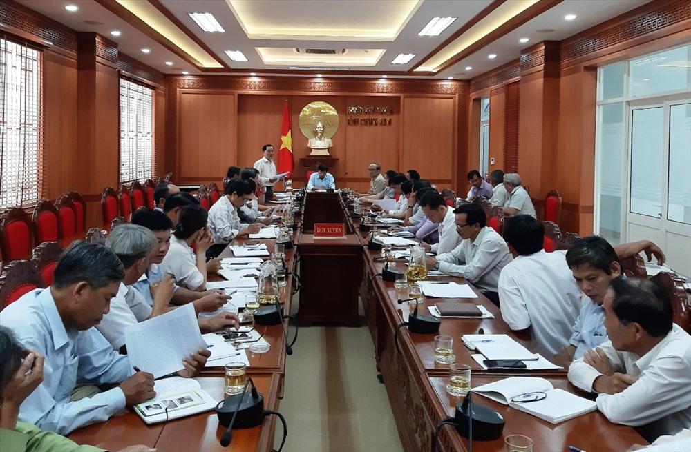 Chiều 31.5, UBND huyện Duy Xuyên tổ chức cuộc họp nhằm quyết liệt triển khai công tác phòng chống dịch. Ảnh: HOÀI NHI