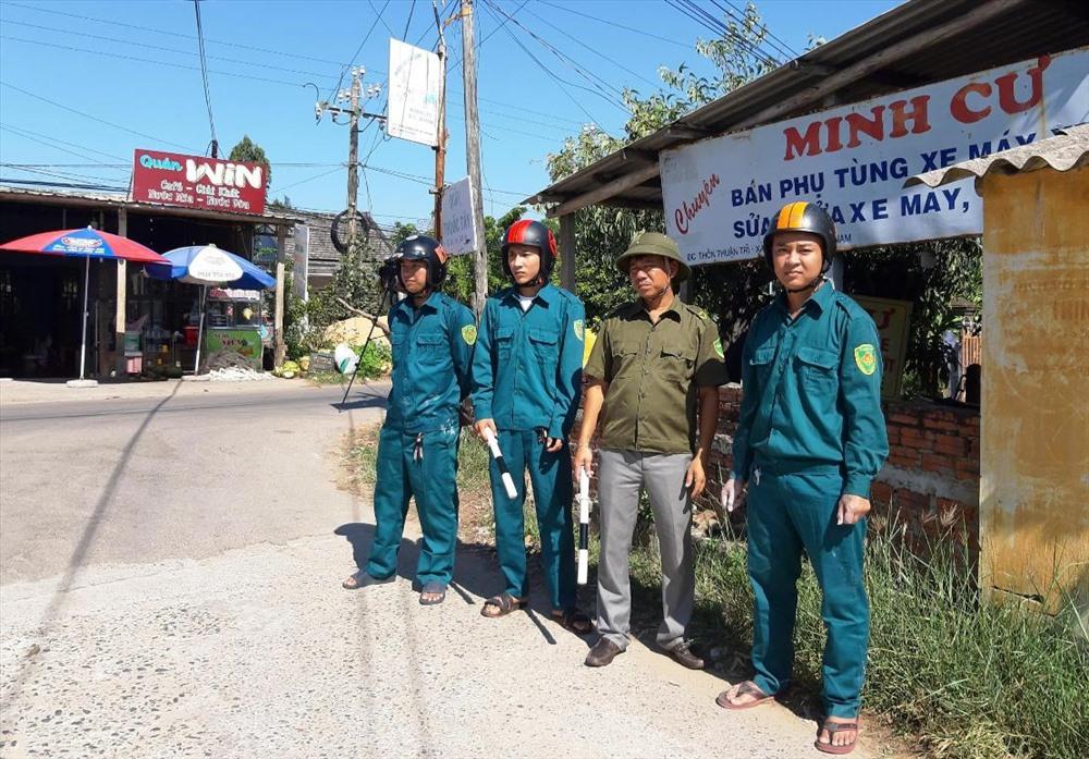 Nhiều điểm chốt chặn tại Duy Xuyên được thiết lập để kiểm soát chặt chẽ việc vận chuyển heo ra vào địa bàn. Ảnh: HOÀI NHI