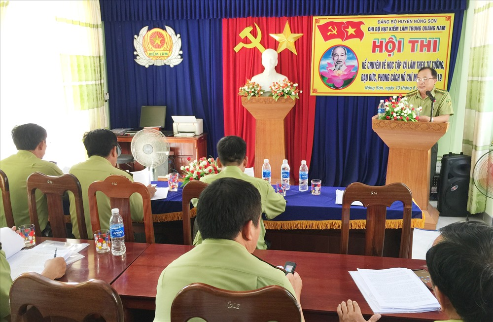 Nhiều mẫu chuyện cảm động và sát với thực tế công việc được cán bộ, đảng viên Chi bộ Hạt Kiểm lâm Trung Quảng Nam thể hiện ấn tượng. Ảnh: VINH THÔNG