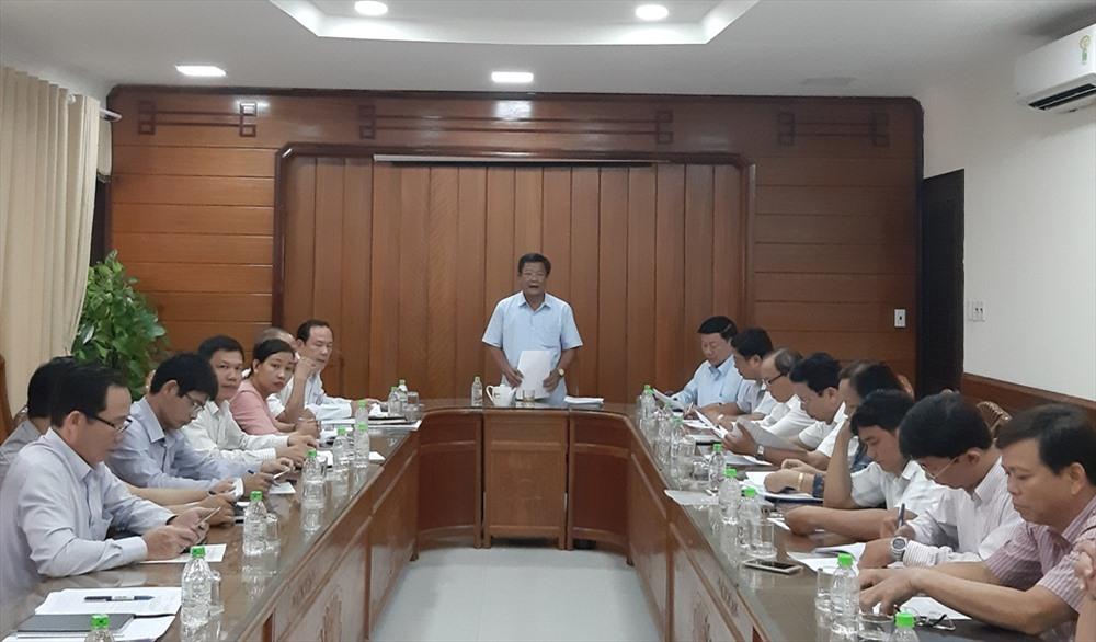 Đoàn giám sát của HĐND tỉnh làm việc với lãnh đạo Sở NN&PTNT. Ảnh: VĂN SỰ