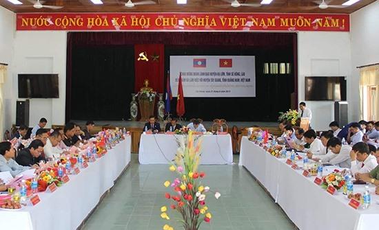 Quang cảnh hội nghị trao đổi thông tin Tây Giang - Kà Lừm.Ảnh: Đ.H