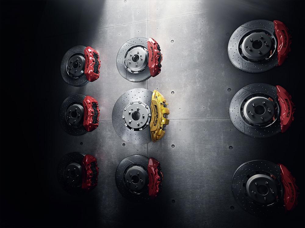Luôn sử dụng má phanh chính hãng Mercedes-Benz để đảm bảo an toàn.