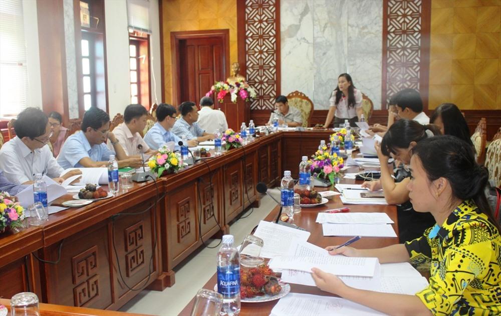 Ban Dân tộc HĐND tỉnh làm việc với huyện Nam Giang về công tác bảo tồn, phát triển cây dược liệu và lâm sản ngoài gỗ. Ảnh: BÍCH LIÊN