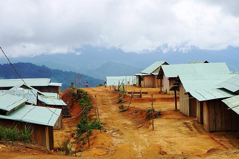 Từ chính sách hỗ trợ theo Nghị quyết 05, Nam Trà My xây dựng nhiều khu tái định cư mới an toàn cho đồng bào địa phương. Ảnh: ALĂNG NGƯỚC