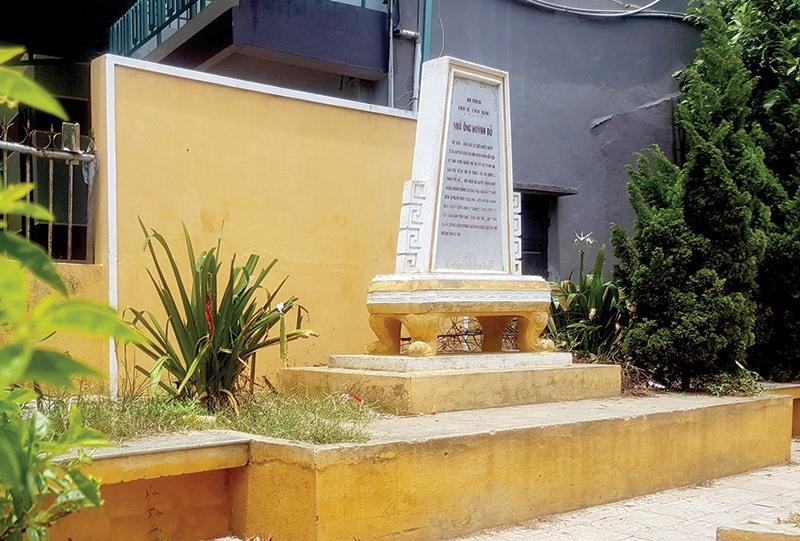 Bia di tích nhà ông Huỳnh Đủ, nơi diễn ra cuộc họp của ủy ban khởi nghĩa Hội An trên đường 18.8.