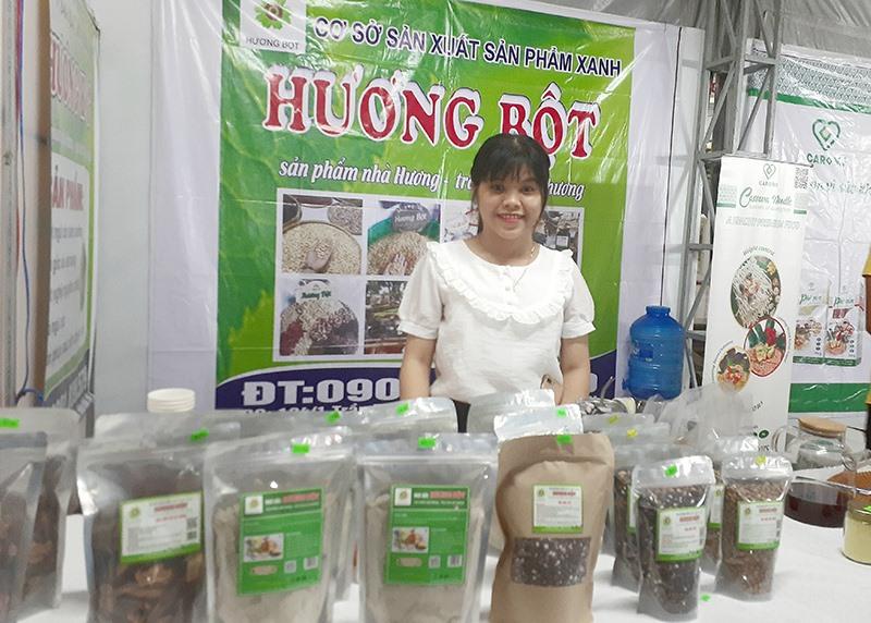 """Sản phẩm bột ngũ cốc """"Hương Bột"""" của Lê Thị Hương đang từng bước được chuyên nghiệp hóa. Ảnh: X.H"""