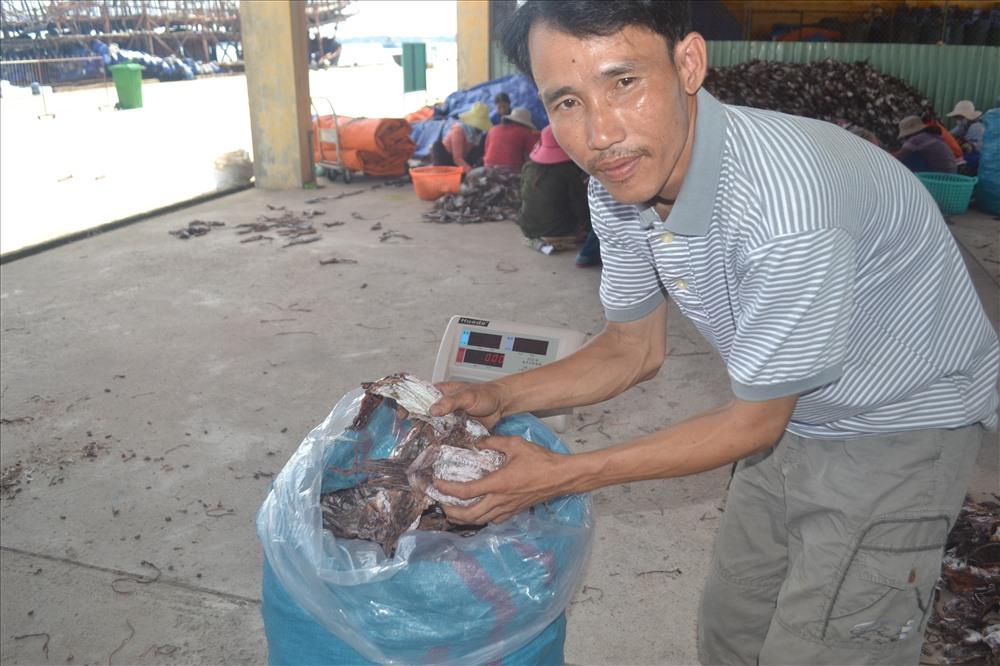 Mực xà được giá giúp ngư dân thu được giá trị kinh tế cao. Ảnh: VIỆT NGUYỄN