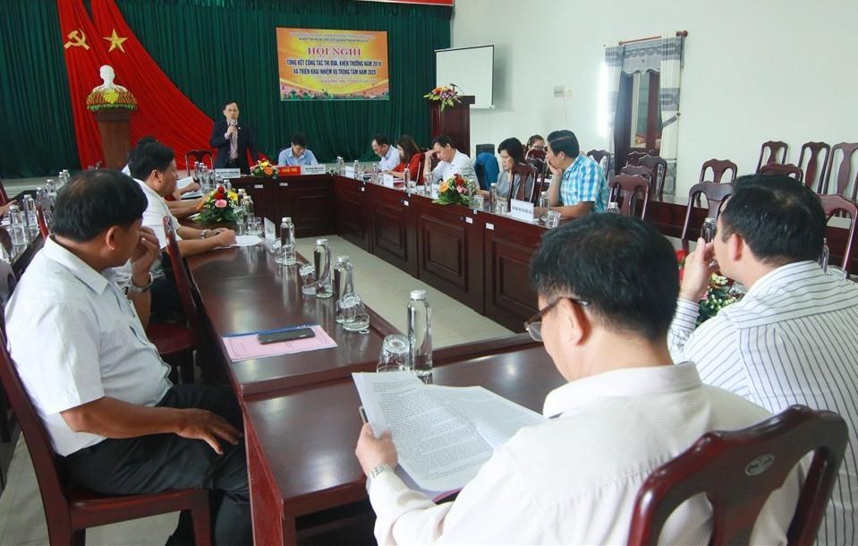 Các đại biểu đã thông qua kết quả bầu, suy tôn thi đua và ký giao ước thi đua năm 2020
