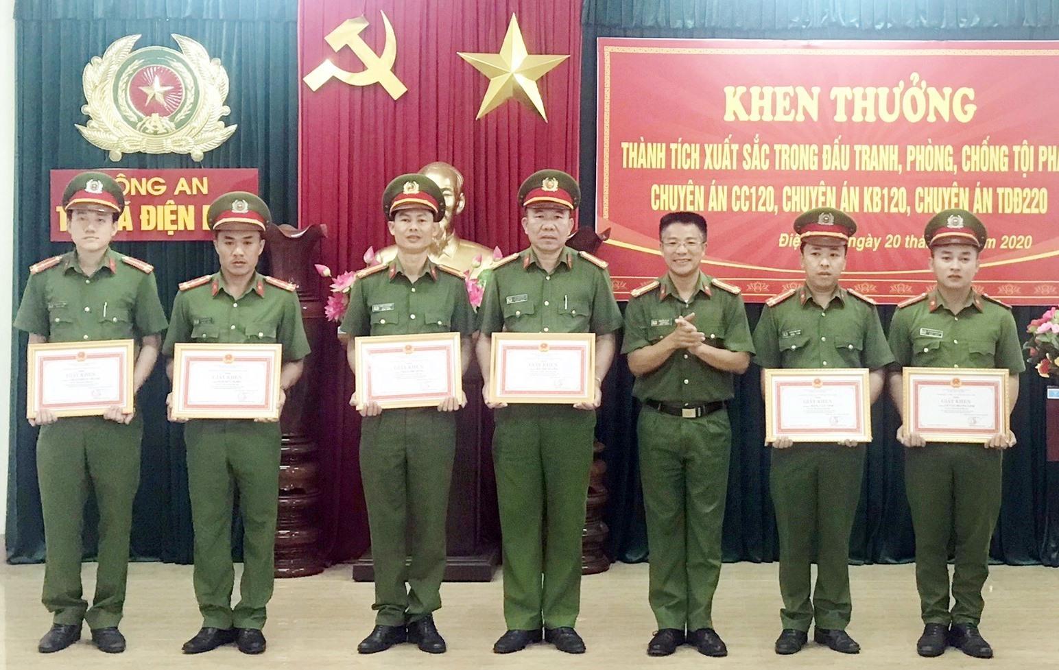 Nhiều cá nhân được khen thưởng nhờ xuất sắc phá 3 chuyên án liên tiếp