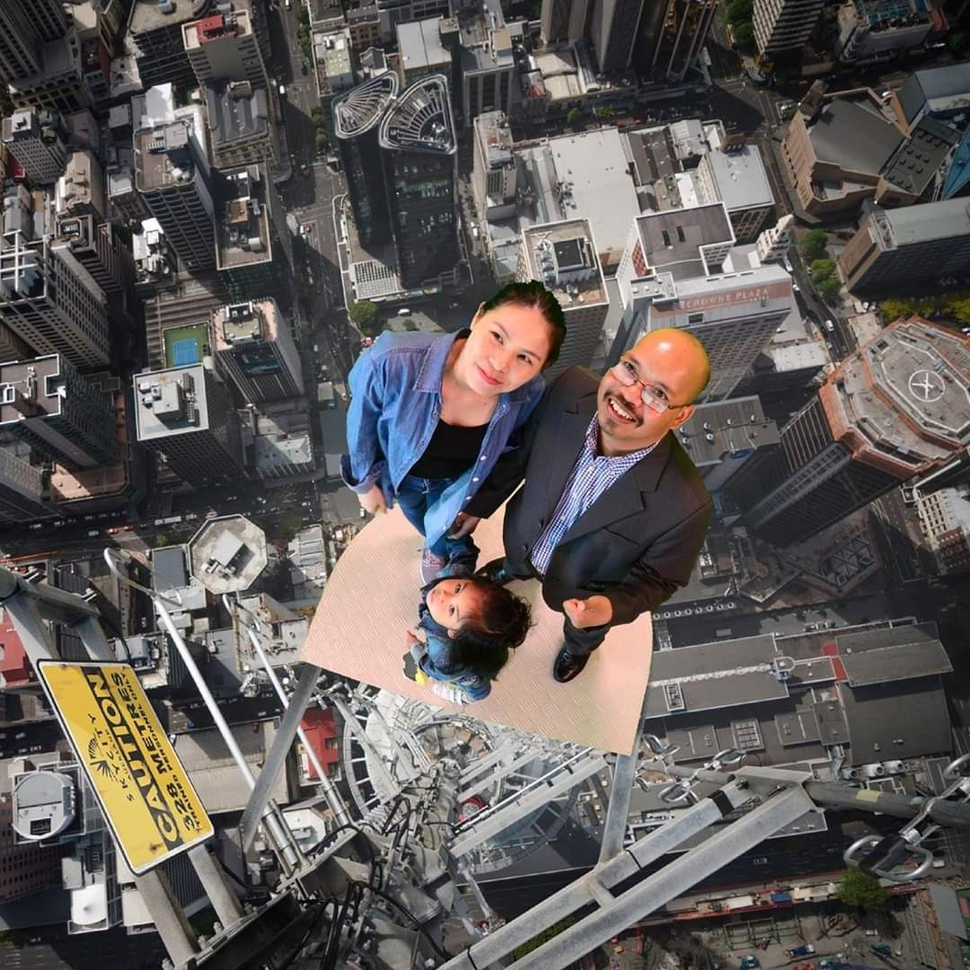 Gia đình Alăng Thớ chụp ảnh lưu niệm tại TP.Auckland (New Zealand).