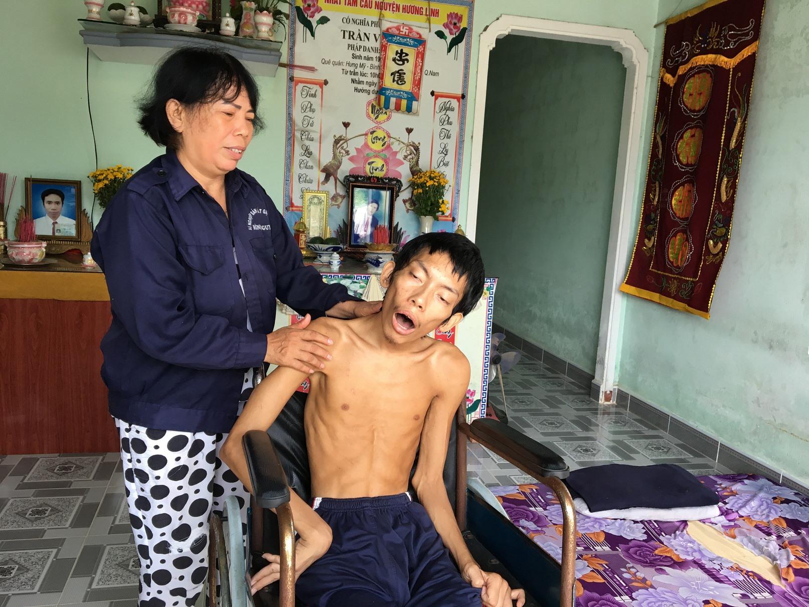Chỗ dựa cuối cùng của bà Nga là con trai Trần Văn Tín cũng qua đời vì bạo bệnh. Ảnh: N.TRANG