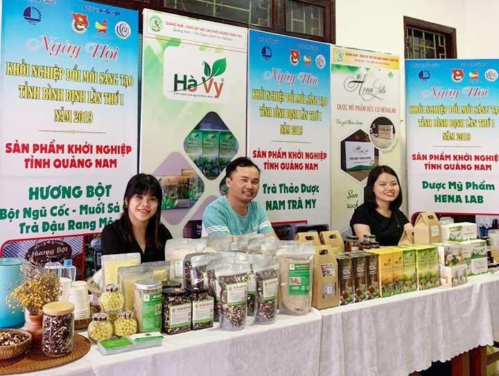"""Sản phẩm """"Hương bột"""" của Lê Thị Hương tham gia ngày hội khởi nghiệp đổi mới sáng tạo. Ảnh: Nhân vật cung cấp"""