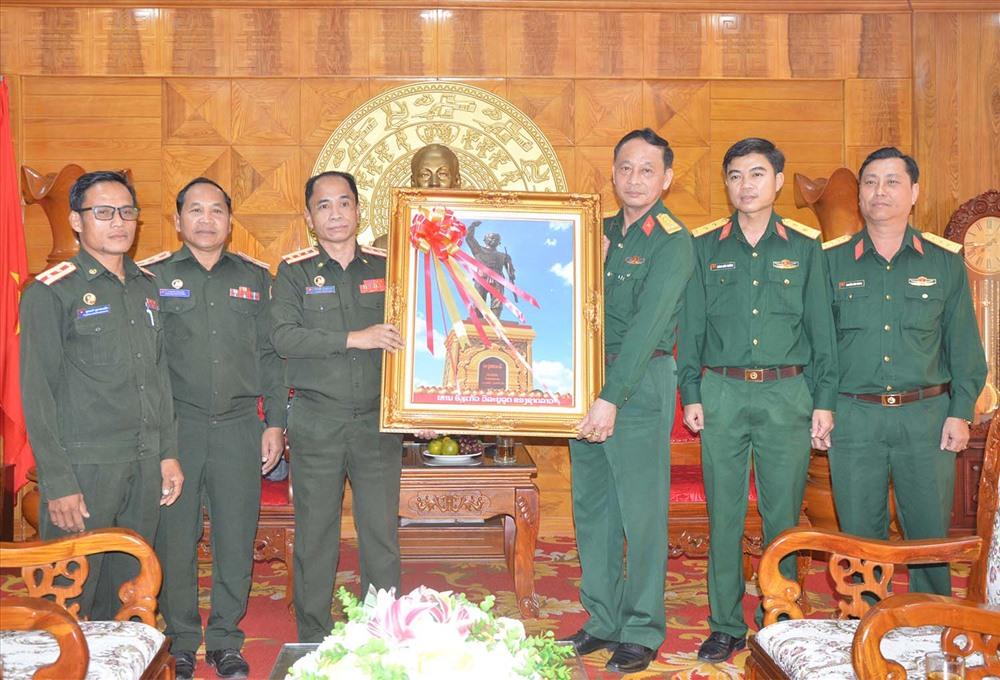 Bộ CHQS tỉnh SêKoong chúc tết Bộ CHQS tỉnh Quảng Nam.