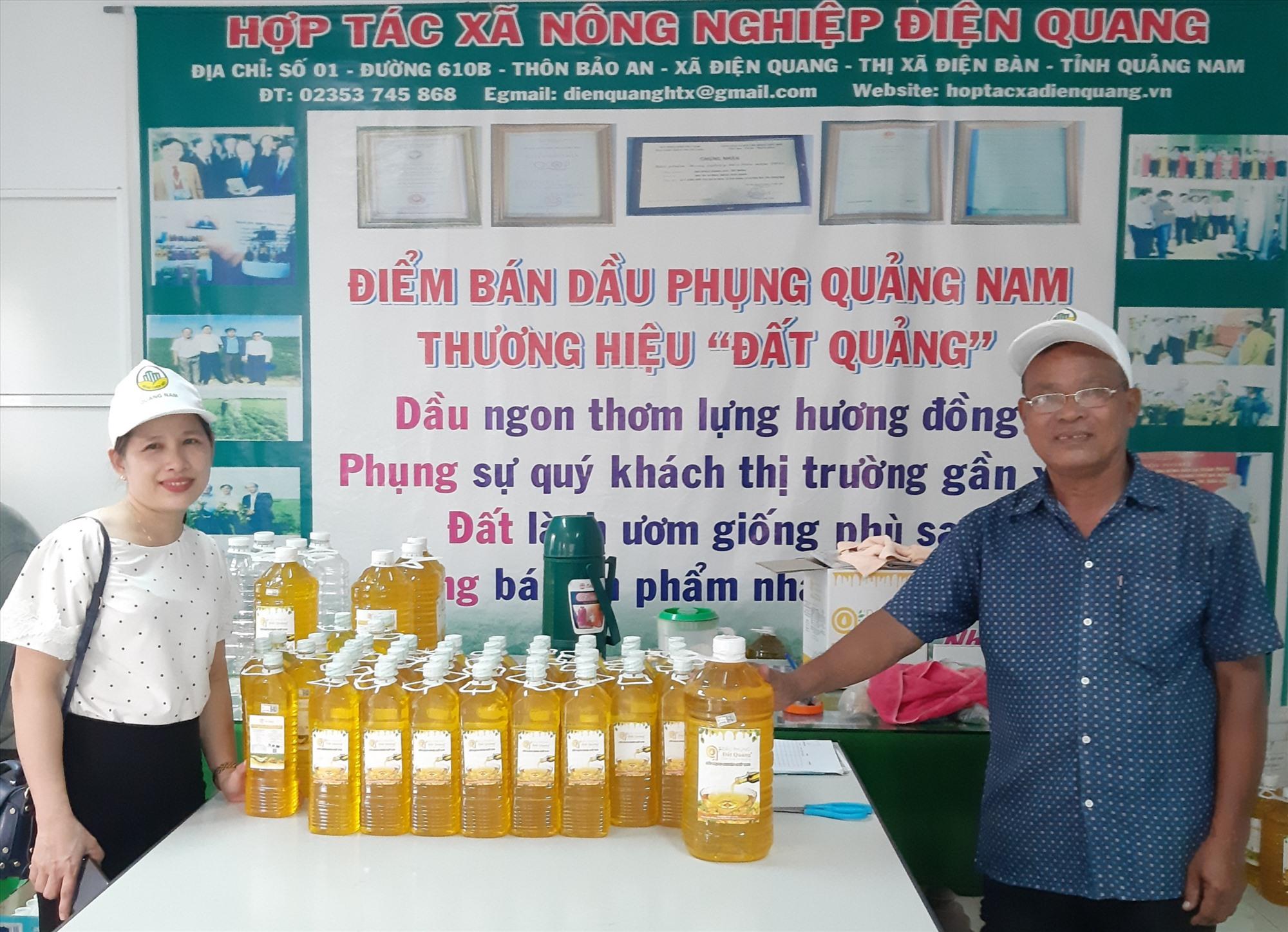 Dầu phụng Đất Quảng của HTX Nông nghiệp Điện Quang cần được hỗ trợ nhiều khâu để vươn ra thị trường.