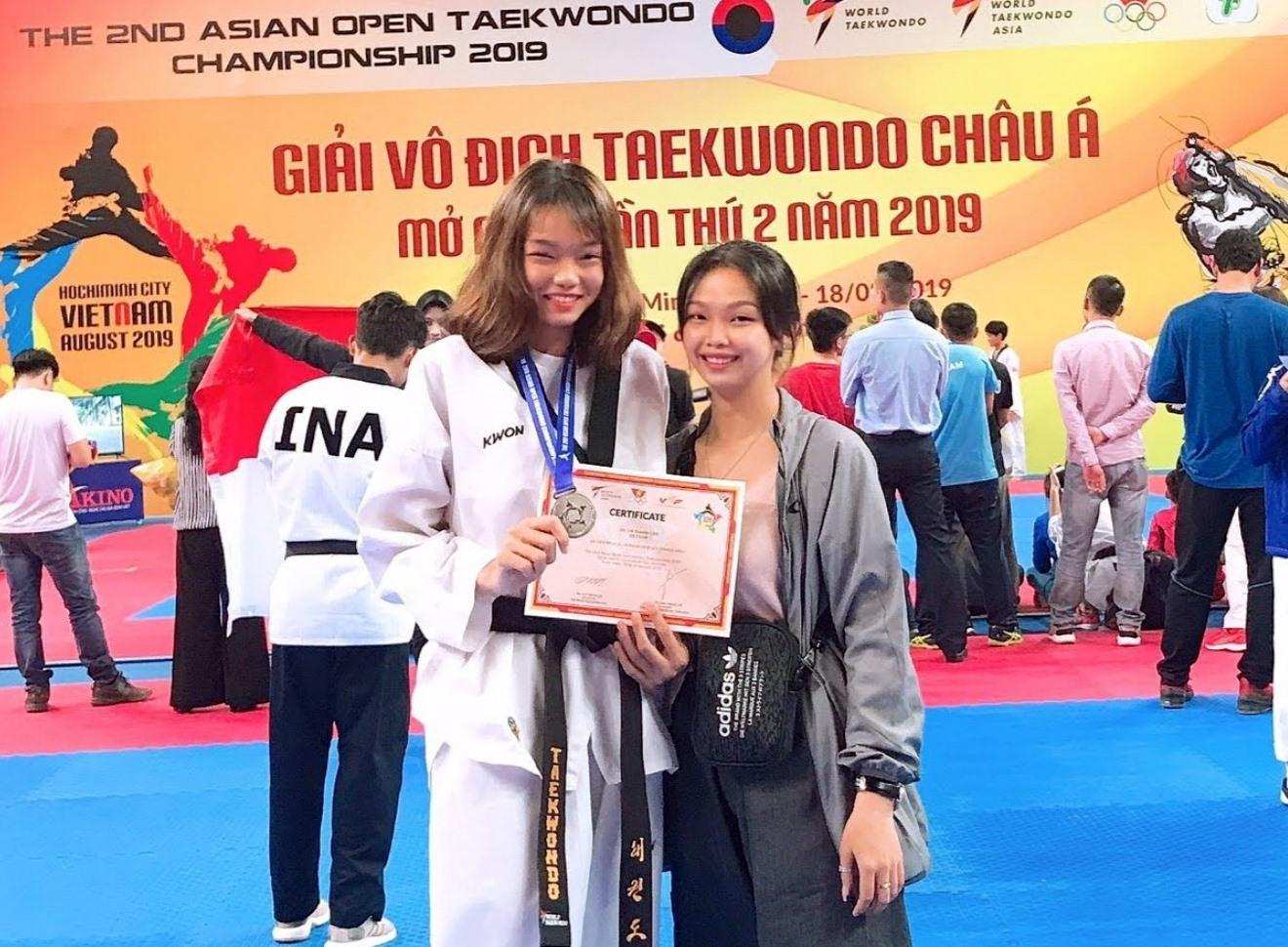 Võ Thị Thanh Lan (bên trái) tại giải Vô địch Taekwondo châu Á. Ảnh: NVCC
