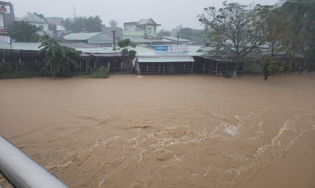 Các địa phương trong tỉnh tiếp tục có mưa lớn, lũ trên các sông Vu Gia, Thu Bồn có thể đạt trên mức báo động III. Ảnh: P.V
