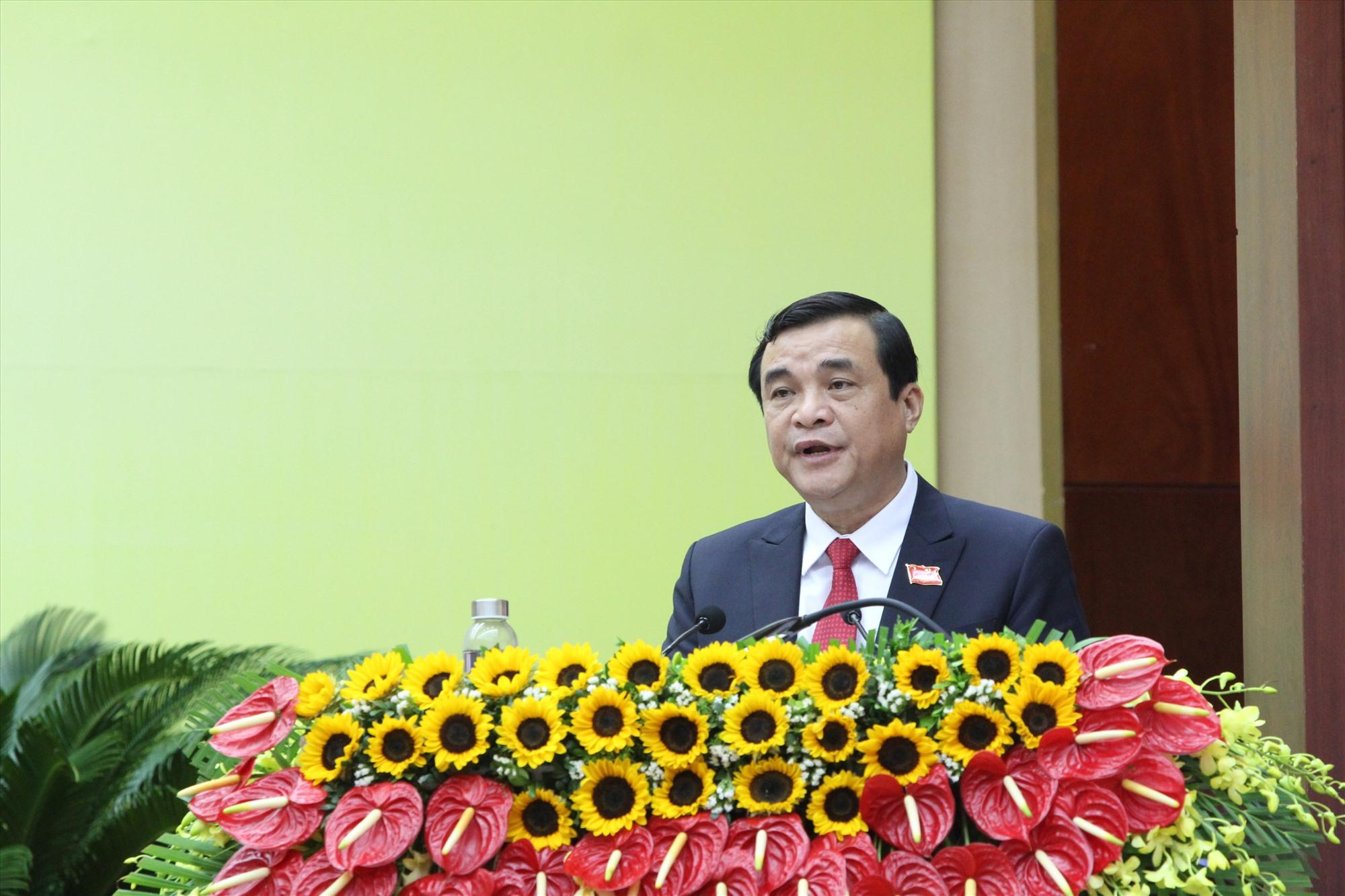 Đồng chí Phan Việt Cường trình bày báo cáo đề án nhân sự Ban Chấp hành Đảng bộ tỉnh lần thứ XXII.
