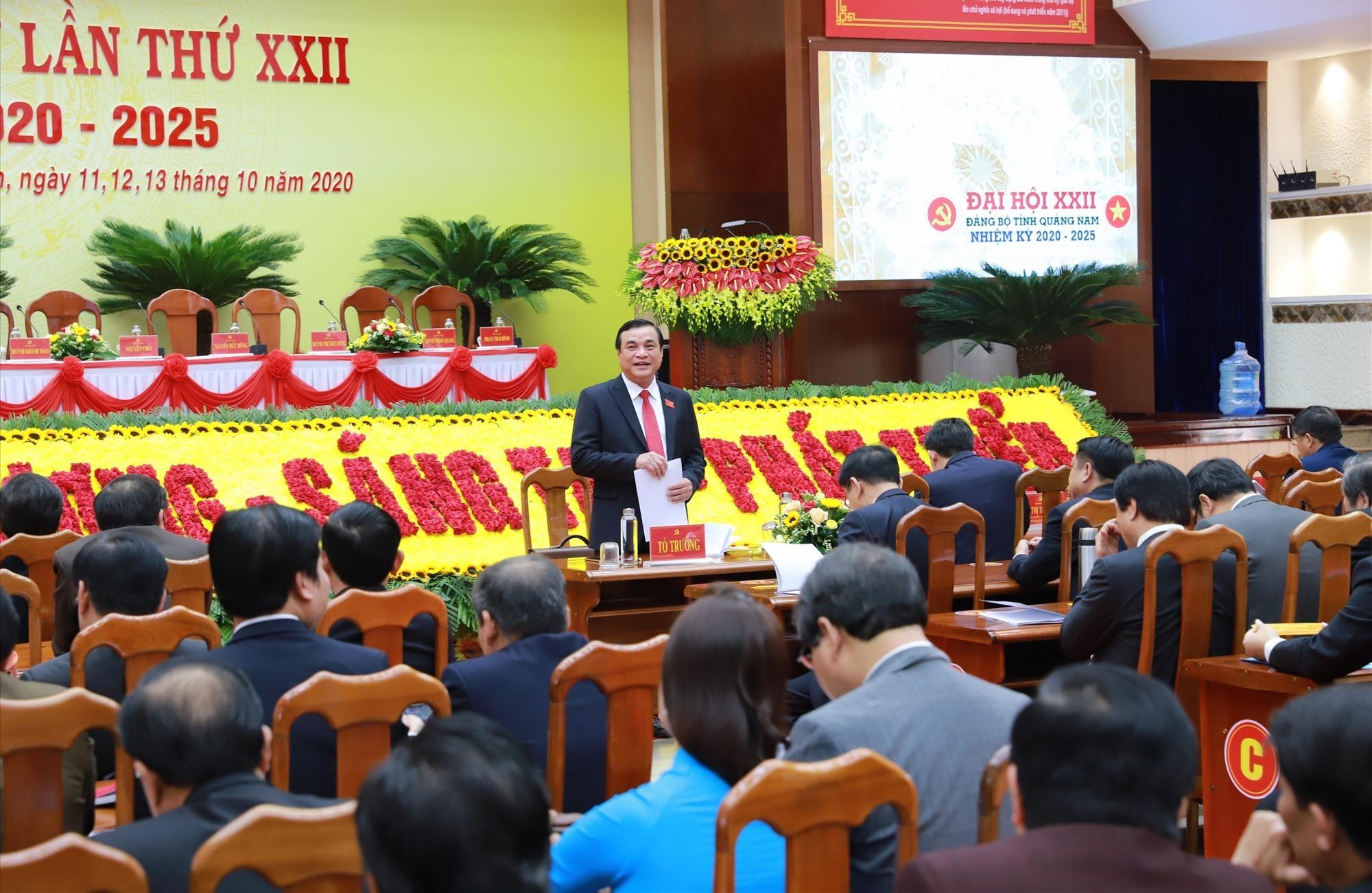 Đồng chí Phan Việt Cường - Ủy viên trung ương Đảng, Bí thư Tỉnh ủy (khóa XXI) điều hành thảo luận tại tổ.
