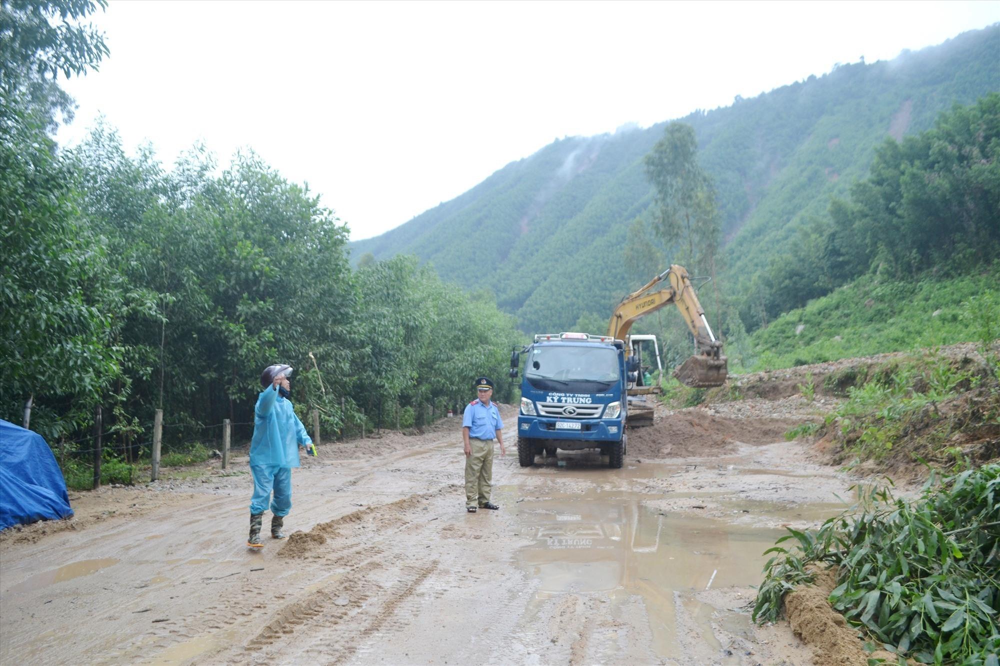 QL14H qua Nông Sơn bị sạt lở nghiêm trọng nhiều vị trí. Ảnh: CT