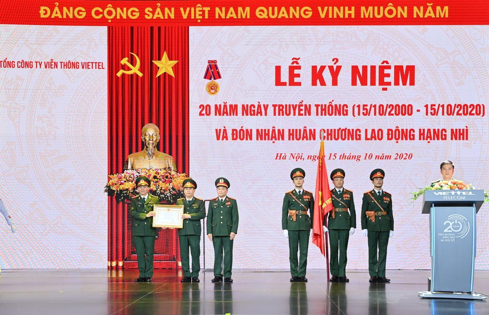 Lễ đón nhận Huân chương Lao động hạng Nhì của Tổng Công ty Viễn thông Viettel. Ảnh: Viettel