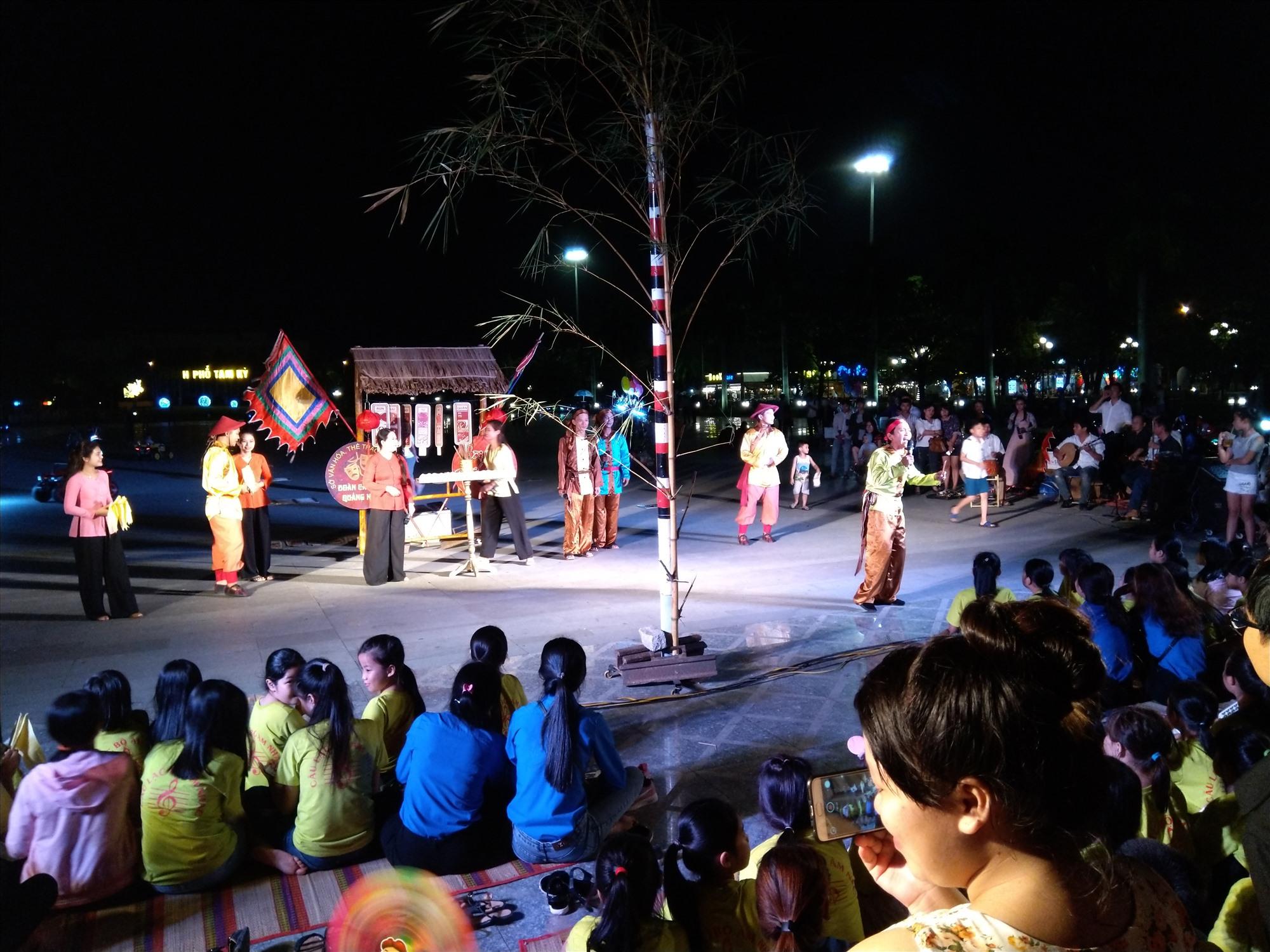 Thiếu dịch vụ phát triển kinh tế đêm là điểm yếu của du lịch Quảng Nam trong việc níu chân du khách. Ảnh: T.S