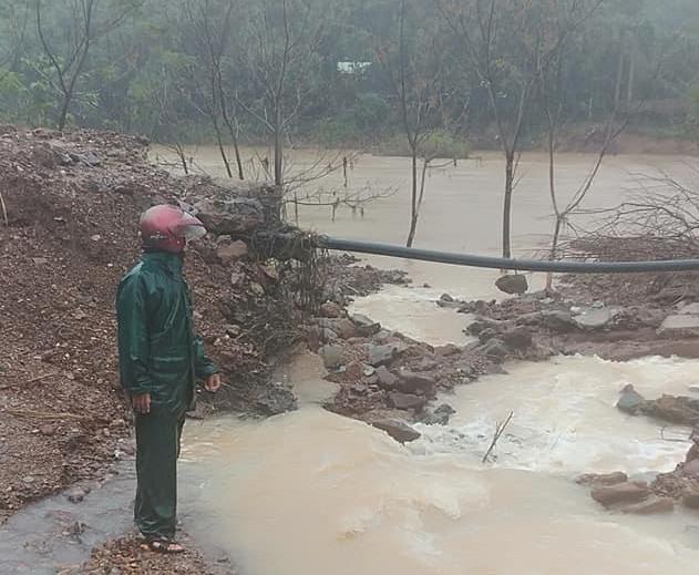 Một điểm sạt lở trên địa bàn huyện Đông Giang. Ảnh: Facebook Jusly Thơ