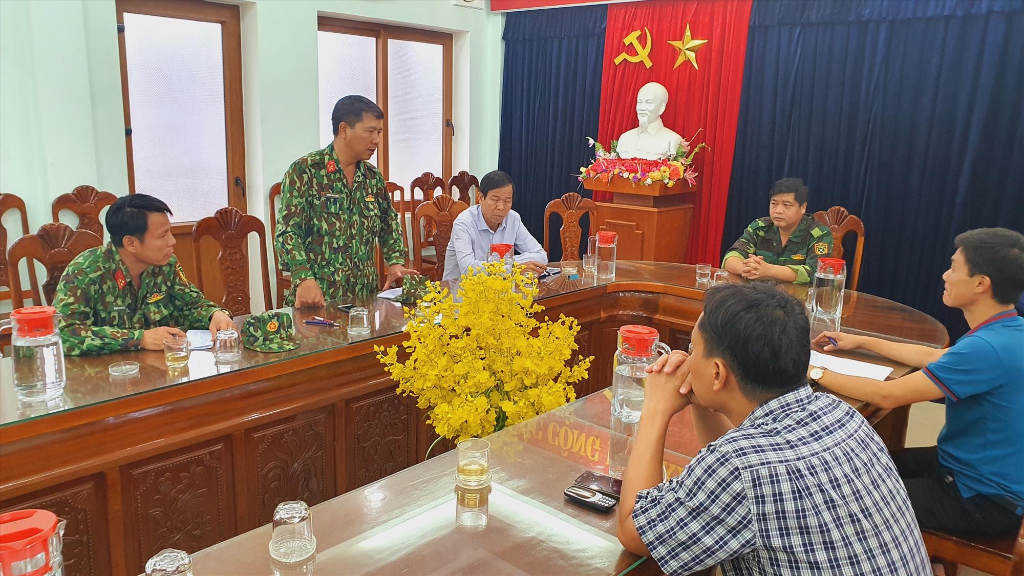 Trưởng Ban Nội chính Tỉnh ủy họp bàn với địa phương về việc tiếp tế cho người dân xã Phước Thành, Phước Lộc.
