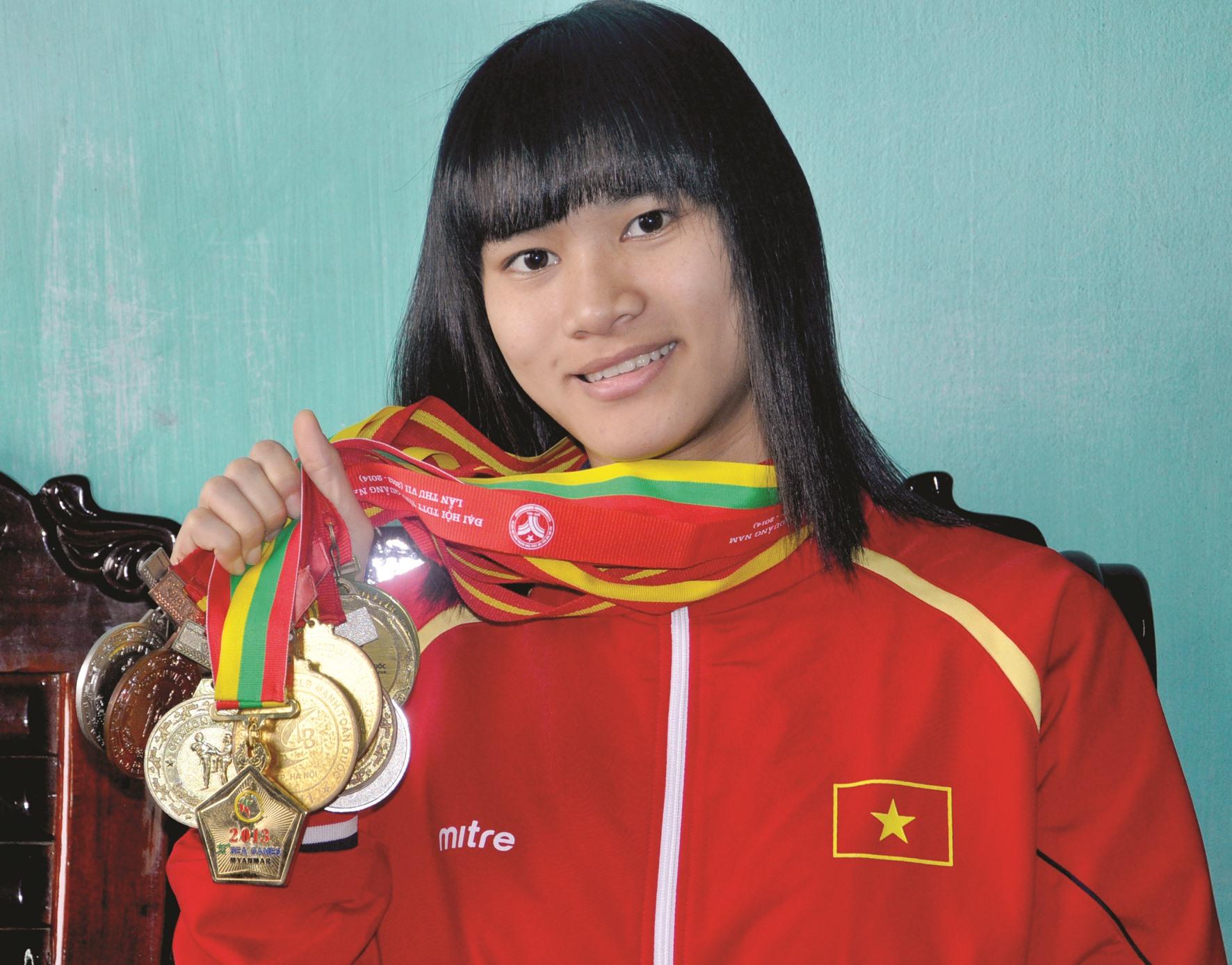 Phạm Thị Thu Hiền sưu tập bảng vàng thành tích đáng nể sau gần 10 năm thi đấu đỉnh cao. Ảnh: A.S
