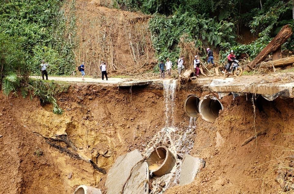 Tây Giang, Đông Giang chịu thiệt hại nặng nề do bão số 5 gây ra. Ảnh: A.B