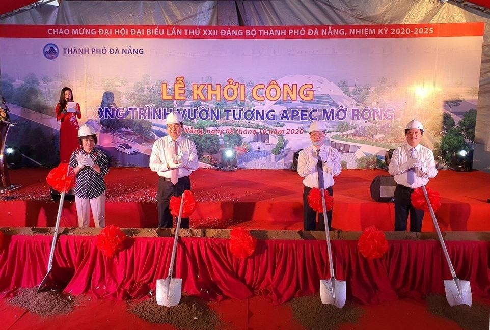 Lãnh đạo thành phố Đà Nẵn khởi công dự án mở rộng Công viên APEC. Ảnh: Xuân Lan