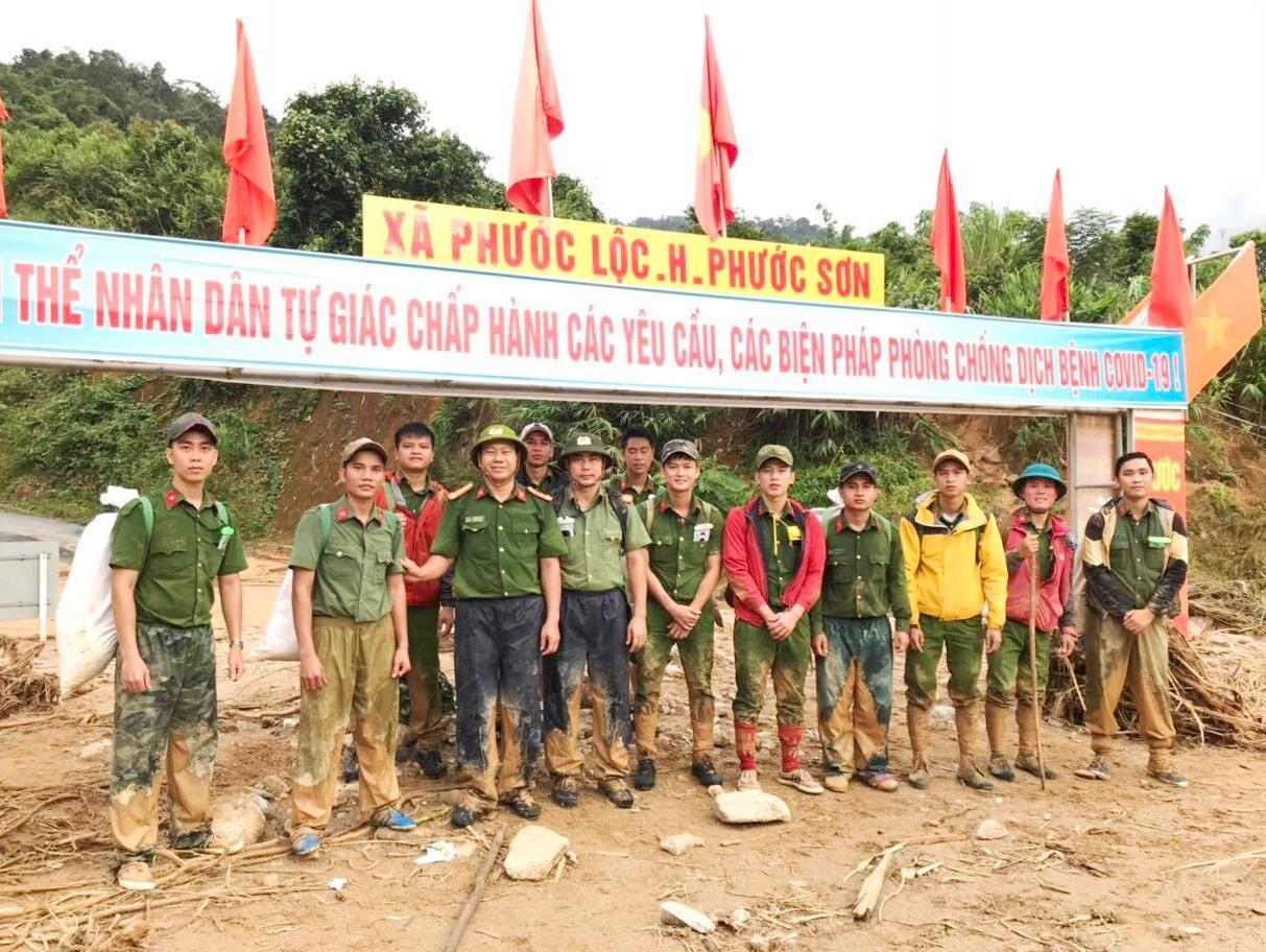 14 CBCS Công an đã đến được xã Phước Lộc