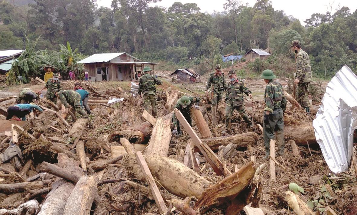 Hiện, vẫn còn 4 nạn nhân bị mất tích, nghi bị vùi lấp trong đống đổ nát. Lực lượng tìm kiếm vẫn đang nỗ lực làm nhiệm vụ trong điều kiện mưa lớn nhiều ngày qua tại xã Phước Lộc.