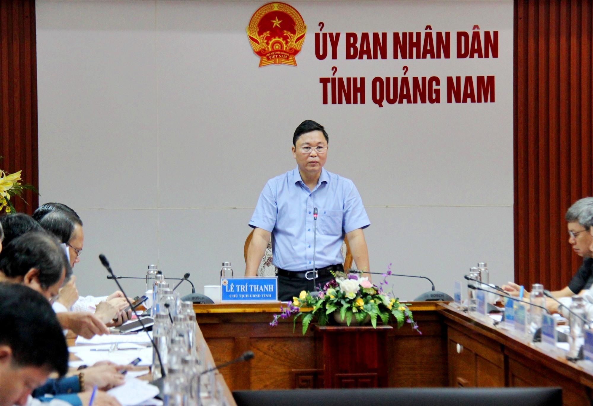 Chủ tịch UBND tỉnh Lê Trí Thanh báo cáo công tác phòng chống bão số 13. Ảnh: Đ.ĐẠO