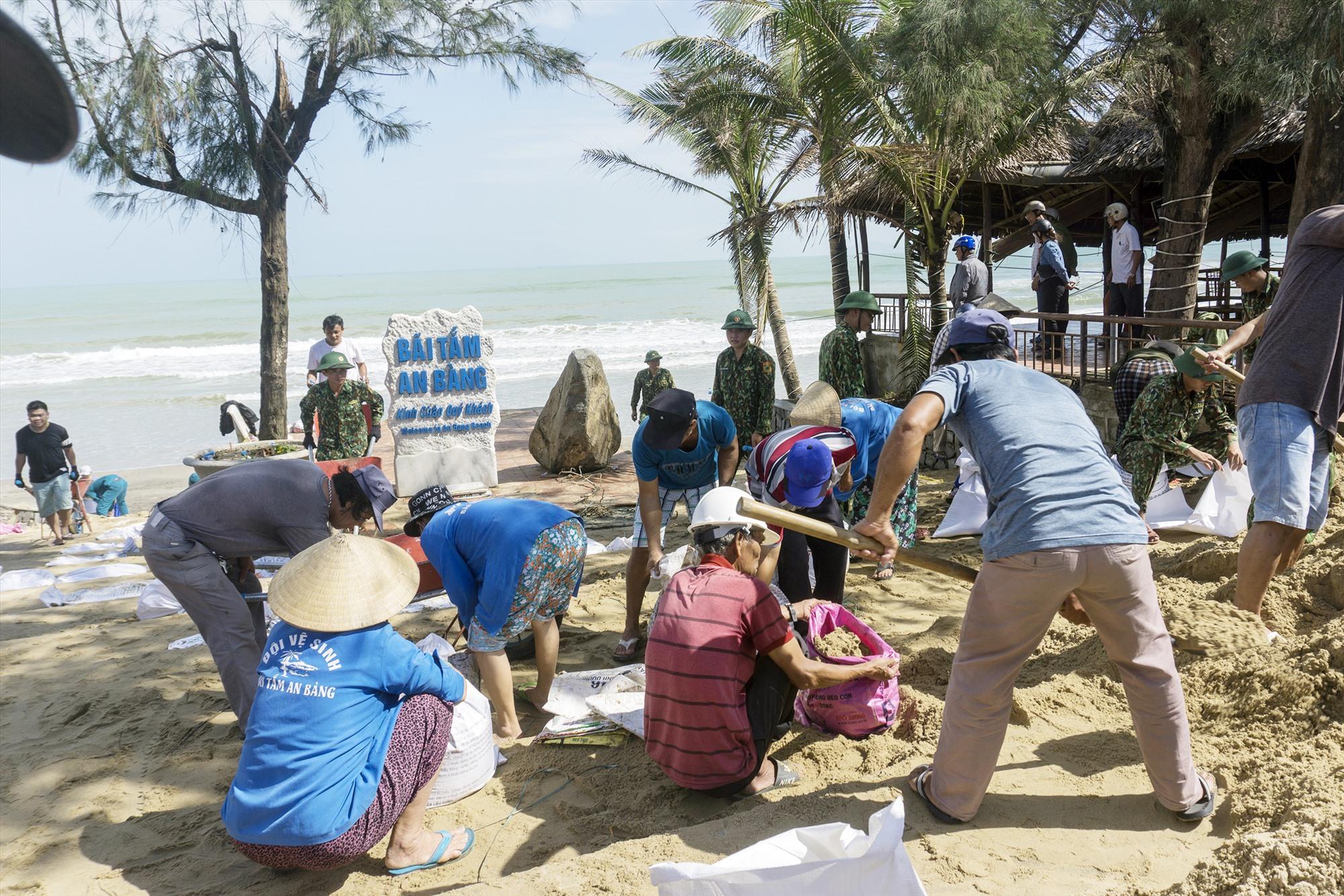 Người dân cùng chung tay vì bãi biển.