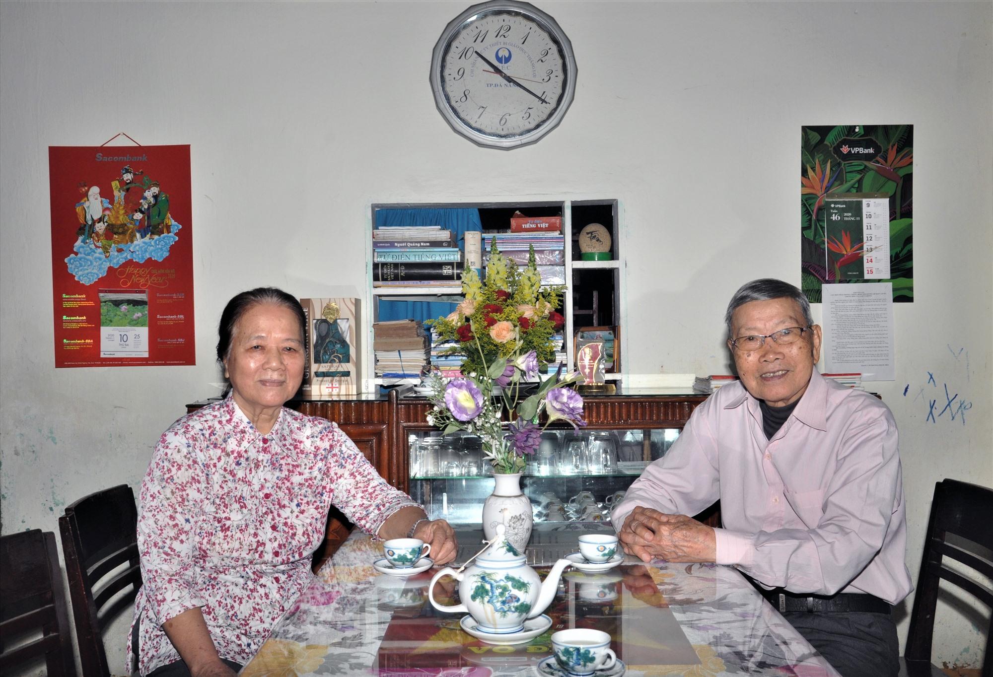 Nhà giáo ưu tú Nguyễn Thị Tâm và chồng là thấy giáo Nguyễn Ngọc Phong. Ảnh: X.P