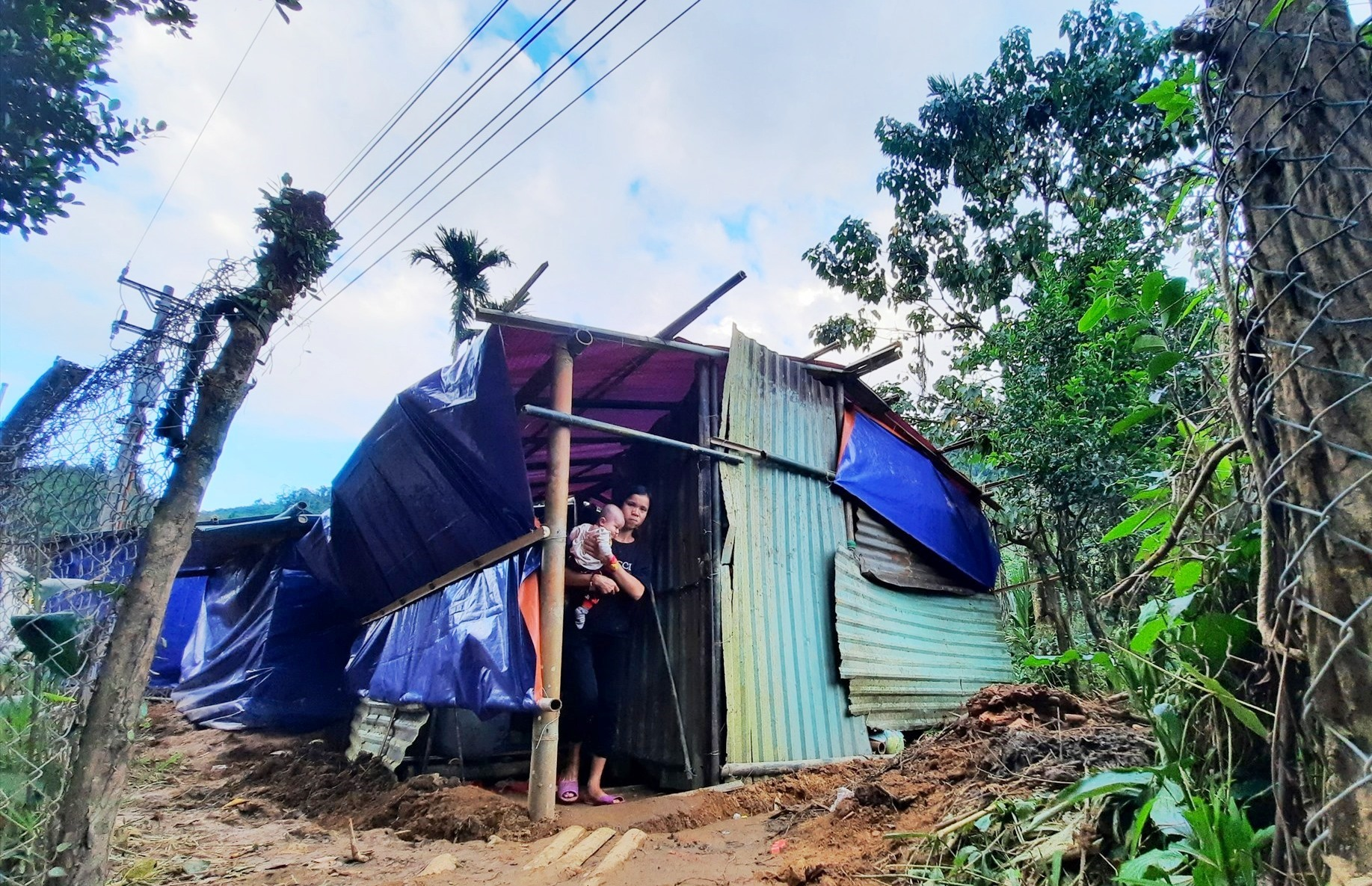 Căn nhà tạm giúp người dân tránh trú tạm thời qua hết mùa mưa bão. Ảnh: HỒ QUÂN