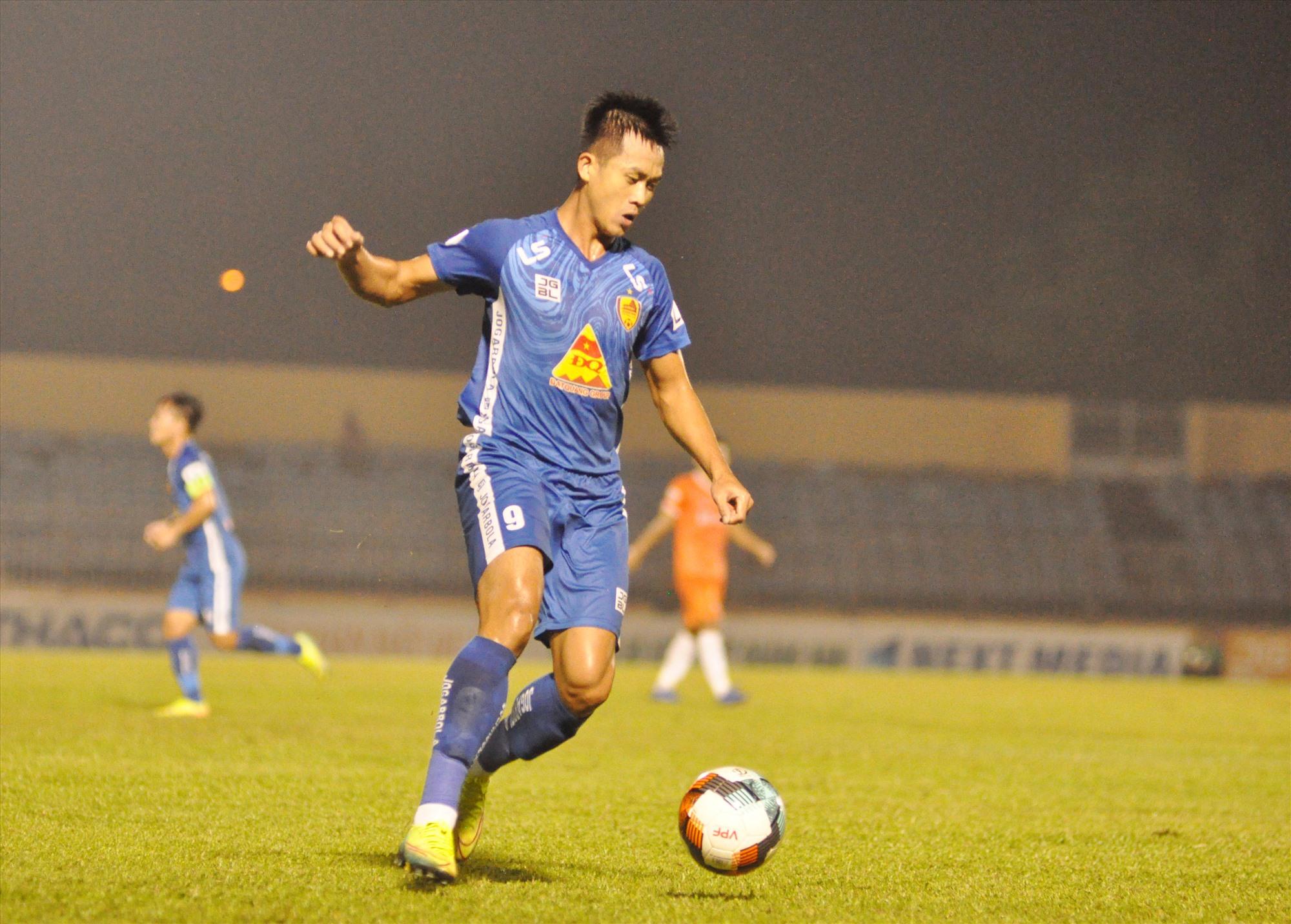 Hà Minh Tuấn sẽ là một trong những chủ lực để Quảng Nam thực hiện mục tiêu trở lại V-League. Ảnh: A.S